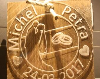 Gepersonaliseerd huwelijks cadeau op steigerhout 20 x 20 cm!