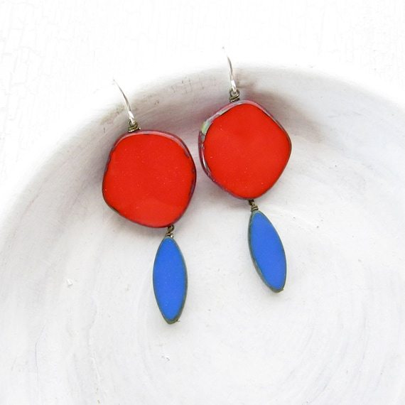 Hue Earrings > Red
