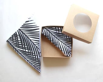 Black and White Palm Leaf Botanical Cloth Reusable Cloth Napkins - Metallic Napkins - Reusable Napkins