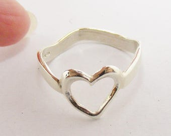 9carat white gold wave heart ring, size O, us size 7 New jewellery