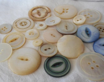 Lot of 23 VINTAGE Iridescent Shell BUTTONS  FL2