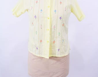 """1970s eyelet blouse   yellow floral embroidery button down top   vintage 70s blouse   W 37"""""""