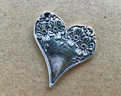 Spoon Heart Charm, Floral Heart Charm, Silver Heart Pendant, Small Heart Pendant, Vintage Heart Design, Pkg of 6 Antique Silver Hearts