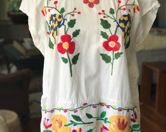 Vintage Mexican Embroidered Floral Top