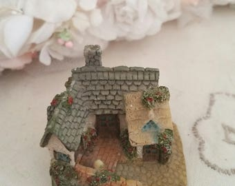 miniature house, tiny cottage, academy collectables, lillyput lane house, dollshouse house