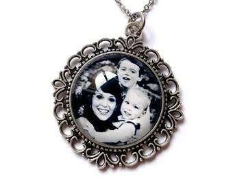 Photo Pendant Necklace / Photo Necklace / Photo Charm Necklace / Photo Jewelry / Picture Jewelry / Picture Charm Necklace / Picture Pendant