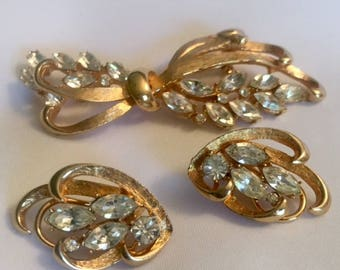 Vintage BSK Rhinestone Bow Brooch Pin Earrings Earclips Antique Jewelry Jewellery  Signed Gold Tone Bridal Wedding Mid Century 1950s 1960s