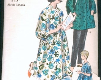 Nice Vintage 1960s Vogue 5424 Trapeze Maternity Robe and Slacks, Slim Pants Loungewear Sewing Pattern B31
