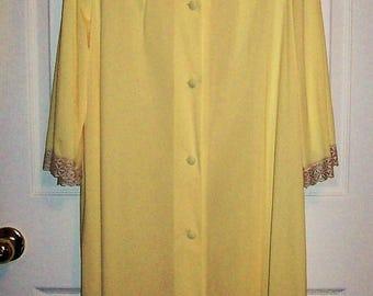 Vintage 1960s Ladies Yellow Housecoat Robe Medium Only 6 USD