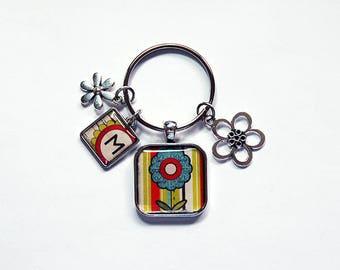 Flower keychain, Initial keychain, Monogram Key ring, Flower keyring, Stocking stuffer, gift under 20, gift for her, cute keychain (7902)