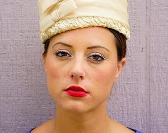 Vintage Hat, Vintage Womens Hat, Vintage Straw Hat, 1950s Millinery, Vintage Pillbox, Pillbox Hat, Bucket Hat, Ivory Pillbox Hat, Jackie O