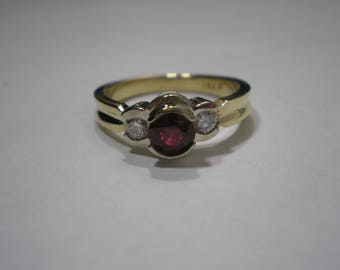 Estae 14k Two Tone Gold Natural Ruby Diamond Band Ring Size 6.5