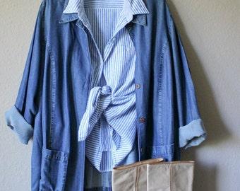 Vintage Light Wash Denim Utility Coat Jacket with Pockets - 90s jean jacket - Workwear Fashion - Oversize