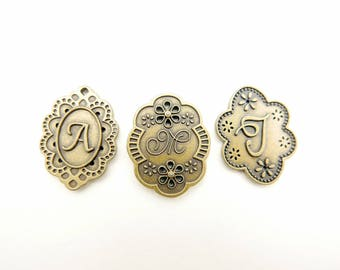 Initial lettre Brooch A M J
