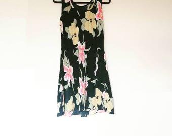 Plisse Floral Vintage Dress Black Dress Sleeveless Plisse Retro Dress Women's Pleated Shift Dress Plisse Style Black Floral Pattern