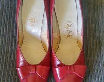 Vintage 1950s 1960s cherry red pointed toe pumps, bow, 8.5N