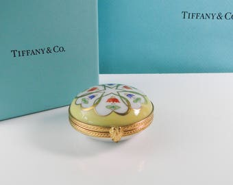 Tiffany & Co. Porcelain Hand Painted Round Hinged Trinket Box Made in France Pattern Coeurs Fleuris