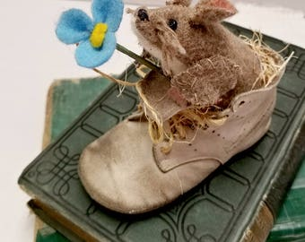 Mouse in Baby Shoe, Primitive Mice Ornament,Spring Shelf Decor, Vintage Baby Shoe Decoration, Nursery Decoration, Blue Baby Shower