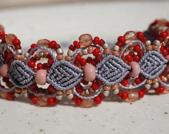Adjustable macrame bracelet in red and purple color
