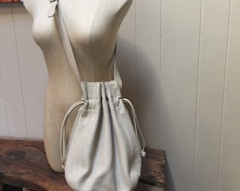 Vintage bone colored leather Coach purse, Coach leather shoulder bag or cross body bag, Coach cinch bag, Ivory Coach, bucket bag, drawstring