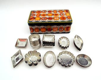 Vintage Petits Fours Tins, Matfer French Tartlet Molds, Patisserie Cookware, Retro Appetizer Fancy Cake Party Food Tins x 50 mini pieces
