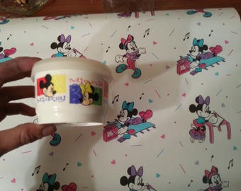 VTG DISNEY 90s Minnie Mouse Contact paper nwt. Comes with FREE vtg minnie mouse container