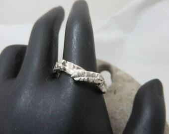 Leaf patterned sterling silver ring
