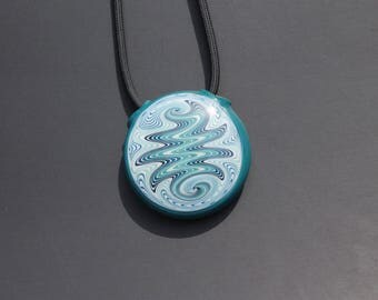 Hollow wig wag pendant