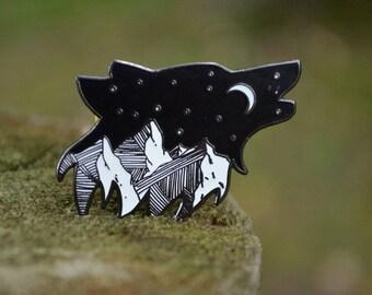 Wolf Enamel Pin, Wolf Gifts, Mountain Pin, Star Enamel Pin, Night Sky Enamel Pin, Howling Wolf Pin, Nature Enamel Pin, Animal Enamel Pin