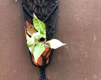 Macrame Plant Hanger, Black Plant Hanger,  Wall Hanging Plant Holder, Plant Holder, Hanging Plant Holder, Boho Decor, Boho Home, House Plant