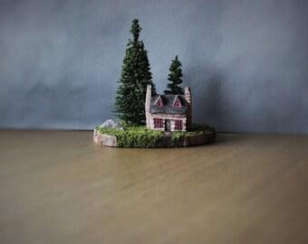 Miniature Cabin, Forest Diorama, Clay House, Rustic Home Decor, Woodland Art, Miniature Diorama, Cabin Decor, Clay Sculpture, Wood Slice Art