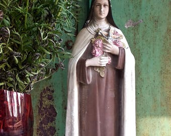 Statue en plâtre coloré de Sainte Thérèse patronne des fleuristes