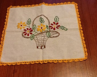 Vintage 60/70s hand embroidered linen rectangular doily - a beautiful basket of flowers embroidered and crocheted scallops around outside.