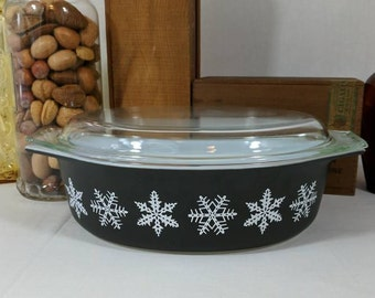 Vintage Pyrex 045 Black Snowflake Casserole Dish with Lid 2.5 QT Capacity Lucky #7