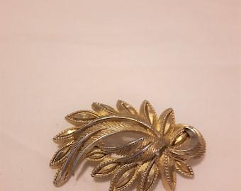 VINTAGE SPHINX BROOCH - Gold Tone - Leaf Design - 1960s