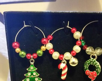 Set of 6 stunning Christmas wine glass charms - perfect gift for someone special in gift box or for your Christmas dinner setting.