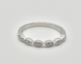 Ethical Brilliant Cut Lab Grown Scallop Diamond Wedding Ring Set in 14K White Gold