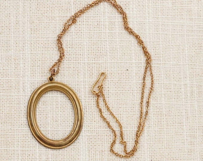 Oval Pendant Necklace Vintage Gold Chain Costume Jewelry 7L