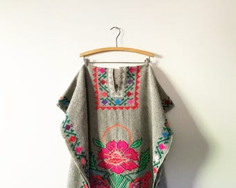 Vintage Mexican Central American Wool Poncho Floral Embroidery / Fringe