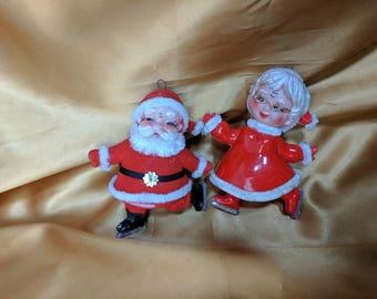 Vintage Mid Century Ice Skating Santa & Mrs Claus Figurines Flocked Plastic  *eb