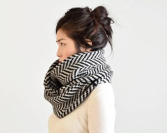 Merino Wool Chunky Infinity Scarf, Herringbone Scarf, Chunky Knit Scarf, Navy & Linen Gray