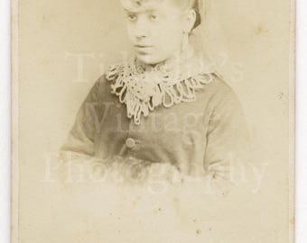CDV Photo Victorian Pretty Woman, Ornate Lace Collar & Hat Portrait - Argyle Photographic Studio Haymarket London - Carte de Visite Antique