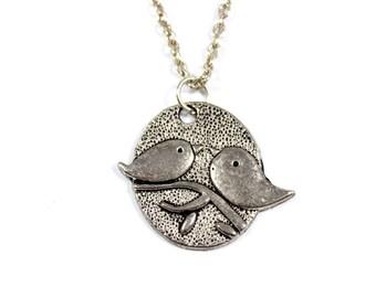 Vintage love birds necklace, bird pendant, pair of birds, wren, robin, bird jewelry, lovebirds, oval pendant, silvertone, bird on branch