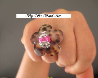 """Leopard"" mother of Pearl ring, Pearl magic fushia and aluminum"