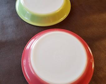 Vintage Pyrex pie plates