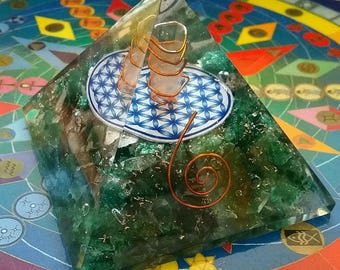 "Huge 4"" ORGONE Green AVENTURINE Crystal Energy GENERATOR Pyramid, Reiki,Orgonite, with Copper Coil, Sacred Geometry Flower of Life"