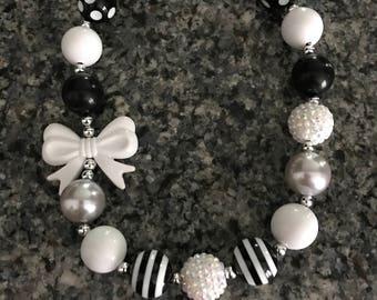 Chunky bead bow necklace