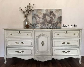 White French Provincial Dresser/sideboard/buffet