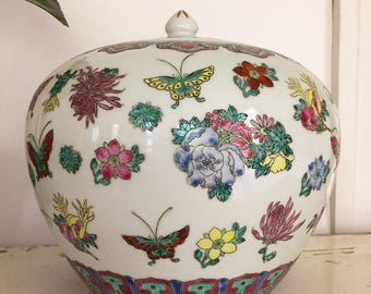 Chinese Ginger Jar, Ginger Jar, Chinese Export, Asian Ginger Jar, Butterflies, Chrysanthemums, Chinoiserie, Chinese Porcelain, Oriental