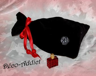 Black velvet lined with red/pink satin pouch and a Red satin cord